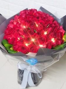*LED 99枝紅玫瑰求婚花束