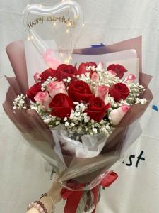 *18枝肯亞雙色玫瑰滿天星花束