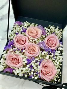 6枝裝粉玫瑰保鮮花滿天星花盒*永不凋謝
