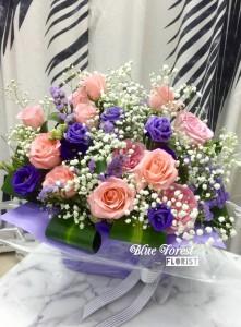 淺粉玫瑰多襯花花籃