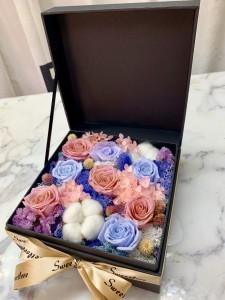 8枝裝粉+紫玫瑰保鮮花花盒*永不凋謝