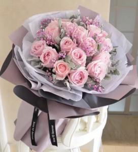 18枝粉紅玫瑰配滿天星圓形花束