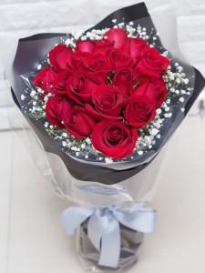 18枝肯亞絲絨紅玫瑰花束