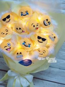 *輸入中...可愛emoji公仔光纖燈花束(內附有開關式的光纖燈,在黑暗中的環境可以營造浪漫的氣氛)