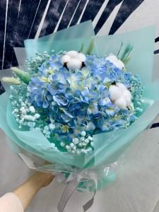 **韓式花束*荷蘭秀球綿花配滿天星花束(Tiffany Blue包裝)