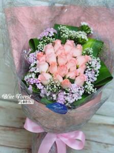 * 粉佳人*淺粉玫瑰水晶網包裝花束