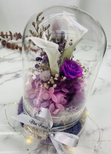 *玻璃罩馬蹄蘭保鮮花(白色))*可免費刻上名或祝福字句