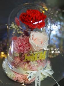 母親節2018精選 *玻璃罩康乃馨玫瑰保鮮花(紅色/粉紅)*可免費刻上名或祝福字句