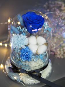 *保鮮•愛系列 *玻璃罩玫瑰保鮮花(藍色)*可免費刻上名或祝福字句