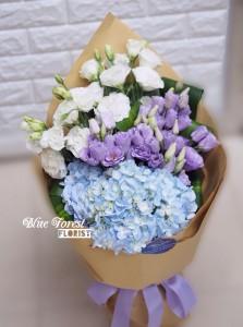 * 雙色桔梗配荷蘭淺藍大繡球花束