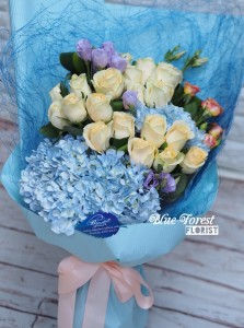* Golden rose*18枝香檳金玫瑰配荷蘭繡球花束