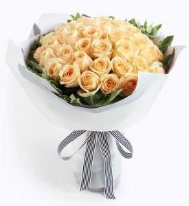 36/50枝香檳金玫瑰圓形花束