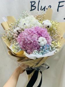 韓式花束*荷蘭雙色秀球綿花配滿天星花束